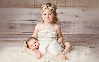 Lifestyle Newborn Photography and Studio Newborn Photography: What Is the Difference?